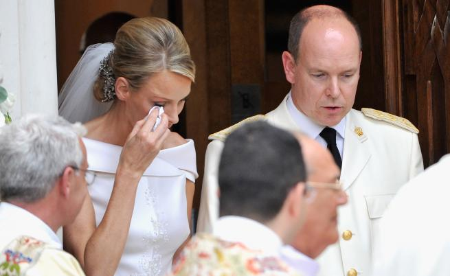 Шарлийн бърше сълзите си на сватбата ѝ с принц Алберт