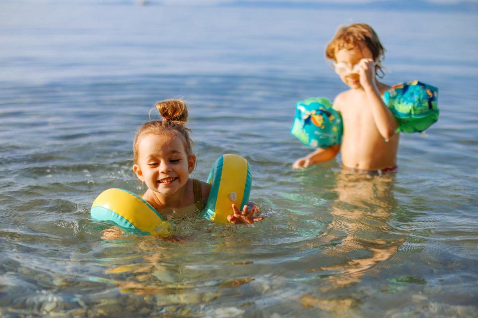 дете деца море плаж лято слънце