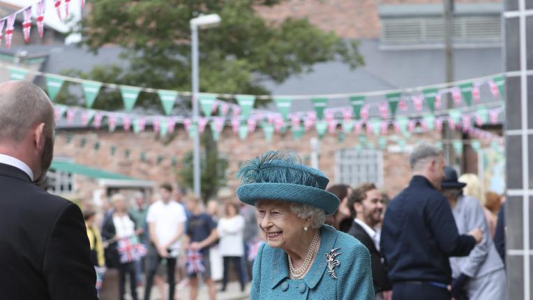 Кралица Елизабет Втора на посещение в Манчестър