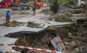 Скандал: Репортерка се мазала с кал при отразяване на наводненията в Германия