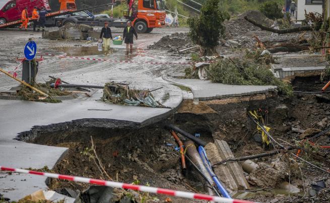 Жертвите на наводненията в Германия растат, Белгия обяви ден на траур