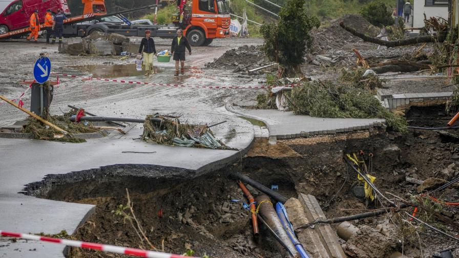 Освен Западна Германия и Белгия, Южна Нидерландия, Североизточна Франция, Люксембург и Швейцария също пострадаха от тежките наводнения, предизвикани от проливни дъждове. На много места реки излязоха от коритото си.