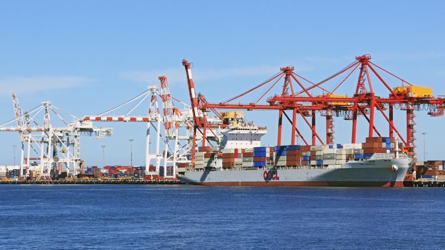 Товарен кораб с българи търси помощ заради COVID-19