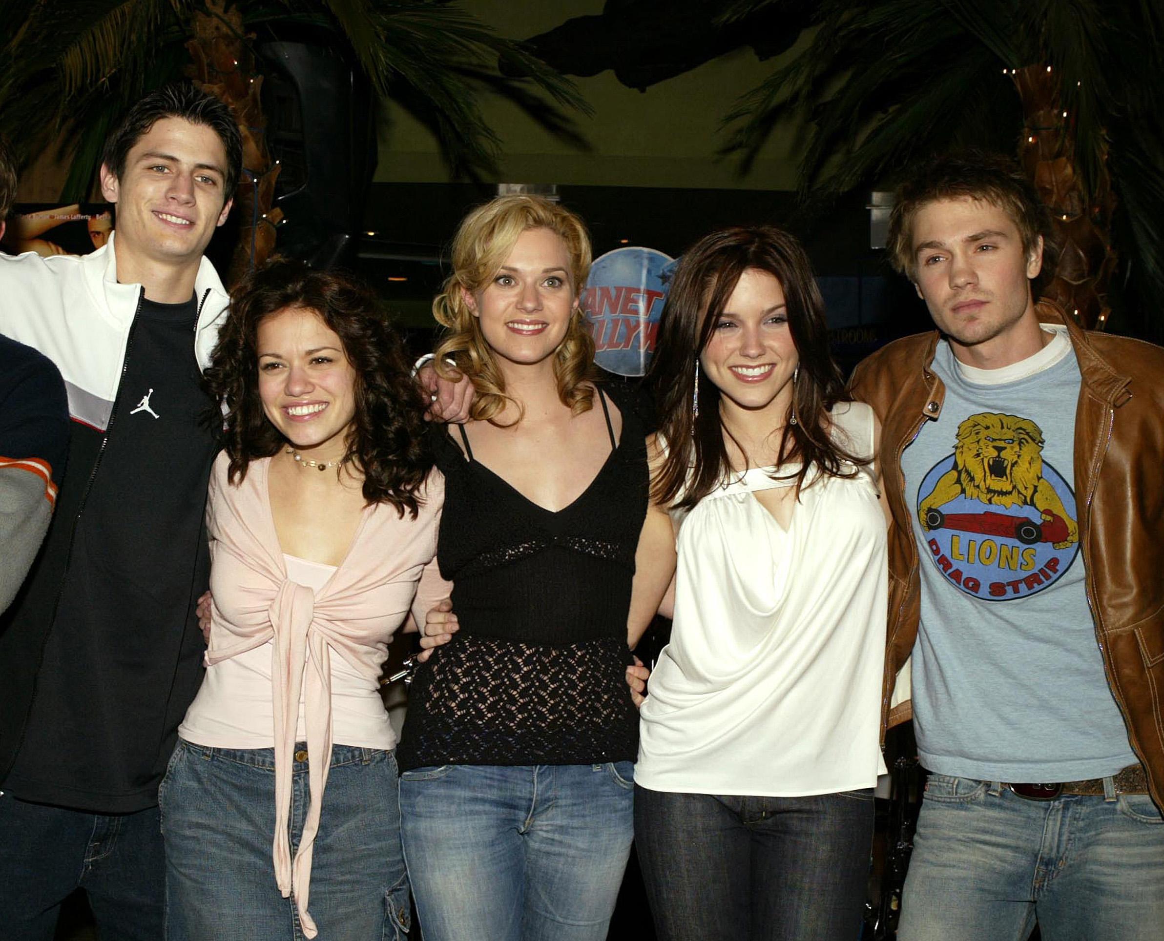 <p>One tree hill - започва излъчването си през 2003 g.</p>