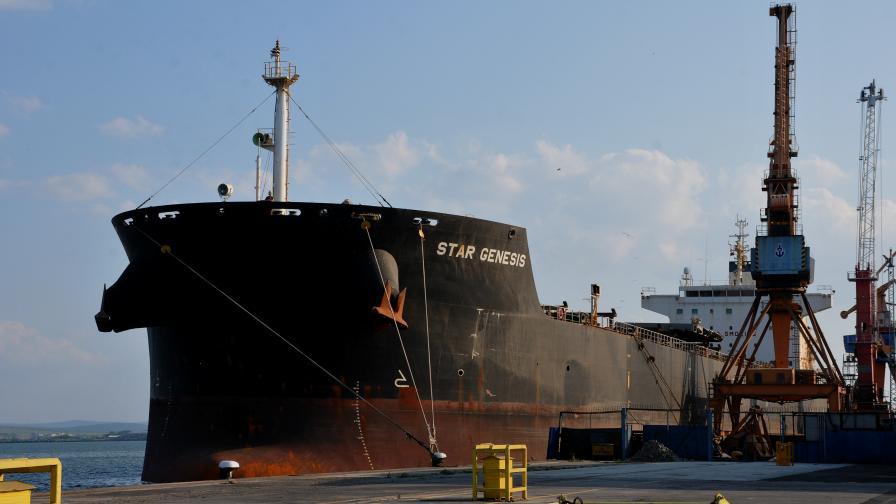 Какво е състоянието на заразените с COVID-19 моряци на кораб в Бургас