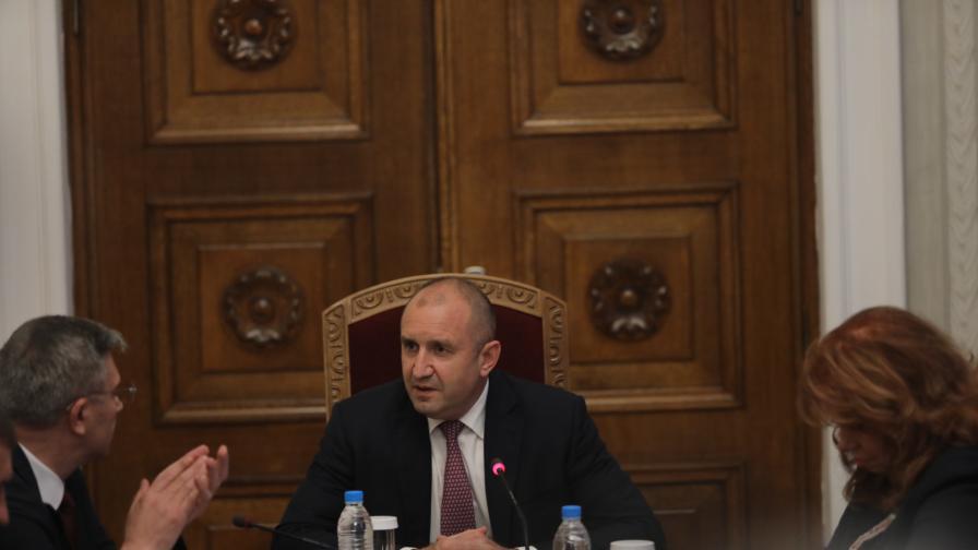 <p>Румен Радев обяви кога връчва мандата на ГЕРБ-СДС</p>