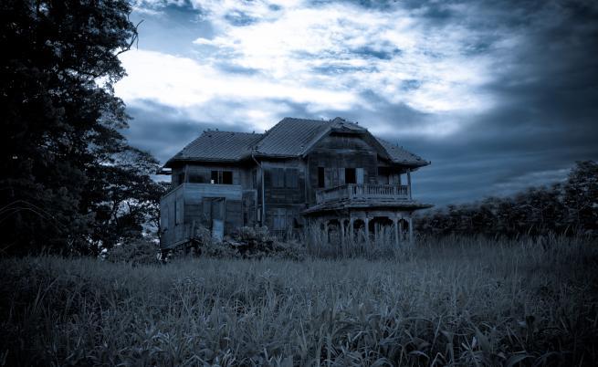 На 30 минути от София: Къщата, обитавана от духове и демони, която никой не иска