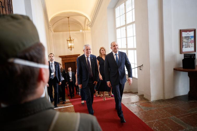 Официална визита в Австрия на държавния глава и първата дама