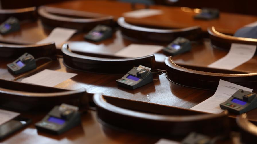 Депутатите отмениха лятната си ваканция