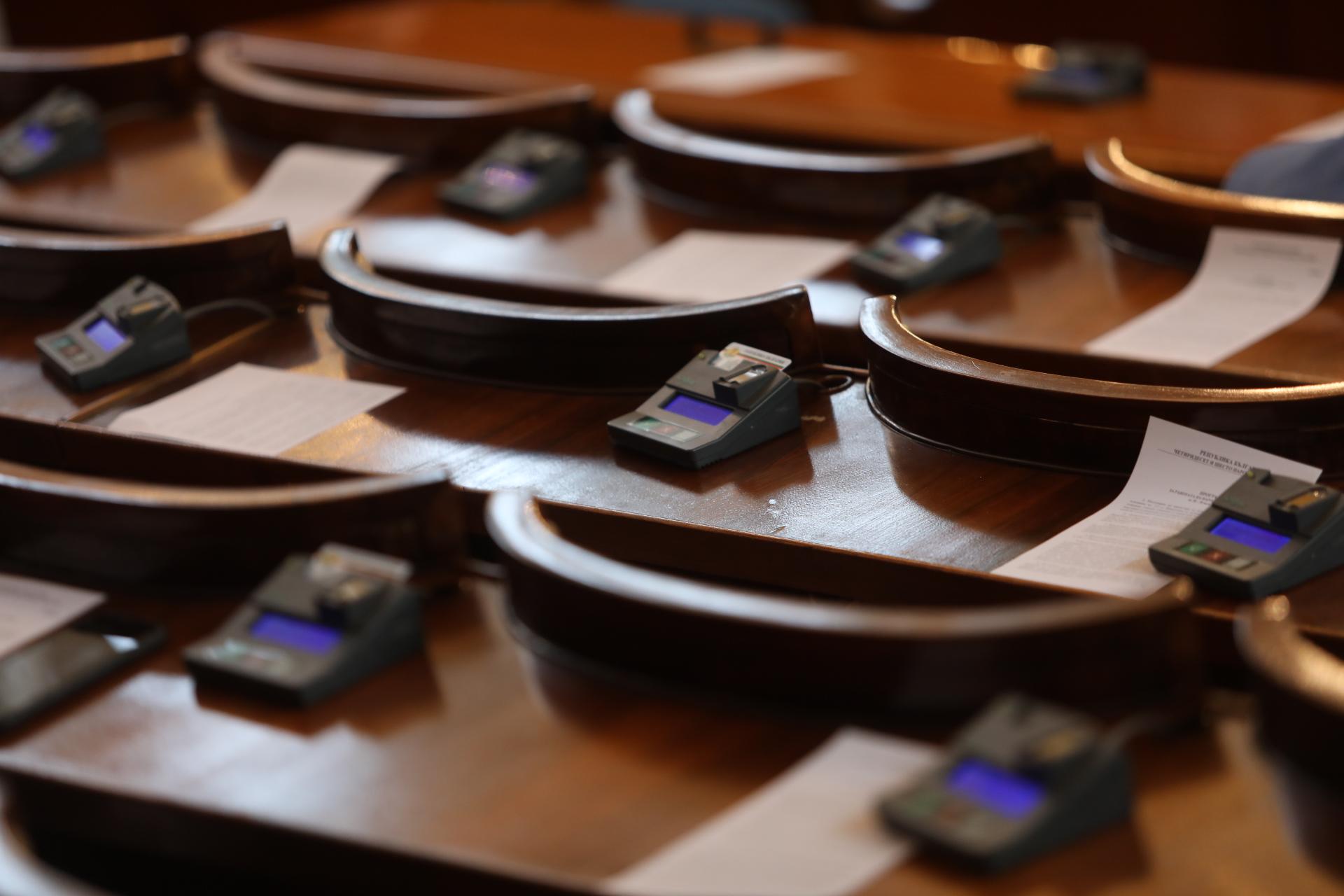 <p>Депутатите отмениха лятната си ваканция</p>