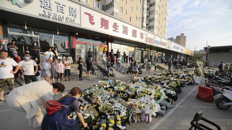 Гняв за жертвите на ужаса в Китай, вдигнаха бариерите