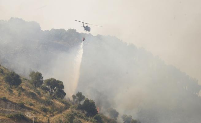 Голям пожар заплашва Рим, евакуация на близки селища
