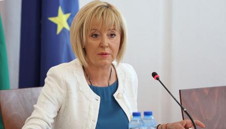 Манолова: Искането ни за оставката на енергийния министър е знак към прем ...