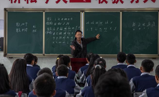 Китай забрани изпити в училище и домашни