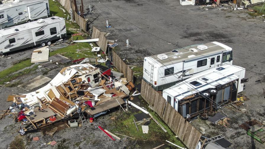 <p>След урагана Айда:&nbsp;Луизиана се готви за месец без ток и вода</p>