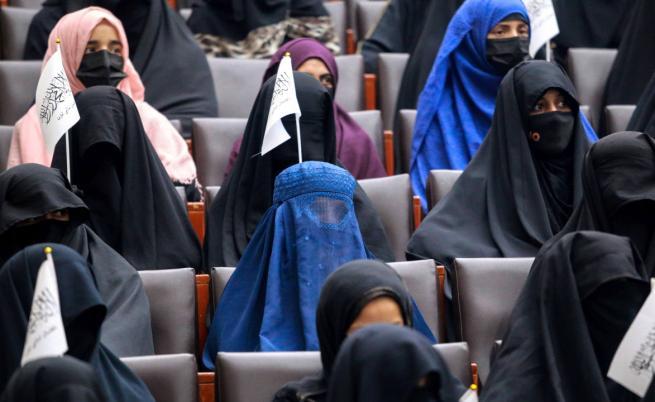 Какво разрешиха талибаните на жените