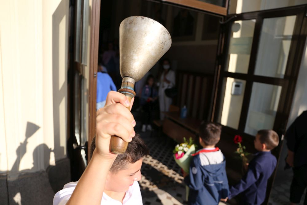 Общо 706 857 ученици влизат в клас в 2357 училища в цялата страна