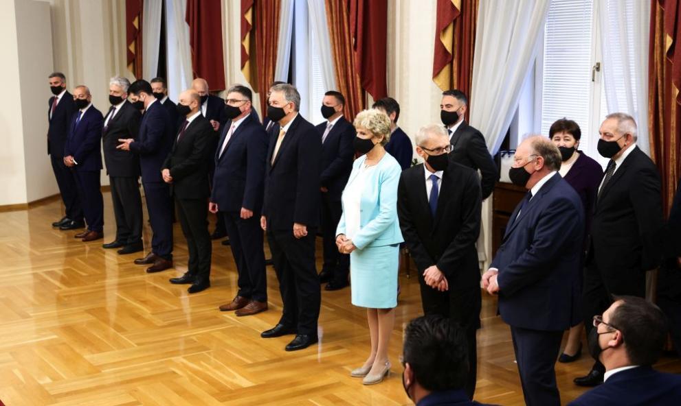 министри служебно правителство