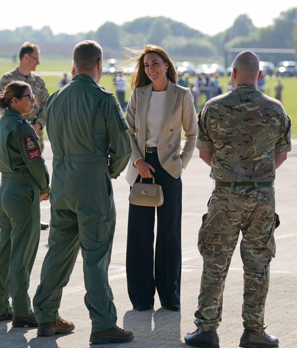 Херцогинята на Кеймбридж се срещна с хората, участващи в евакуацията на цивилни от Афганистан в Обединеното кралство