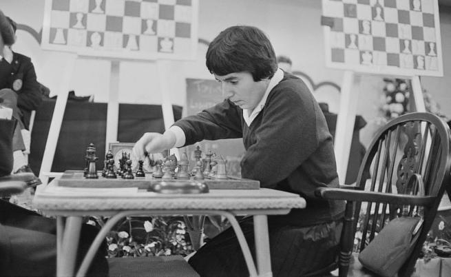 Легендарна шахматистка съди Netflix за сексизъм заради
