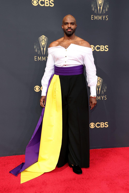 """Карл Клемонс-Хопкинс - актьорът, който ще бъде запомнен с тоалета си на наградите """"Еми"""" 2021 г."""
