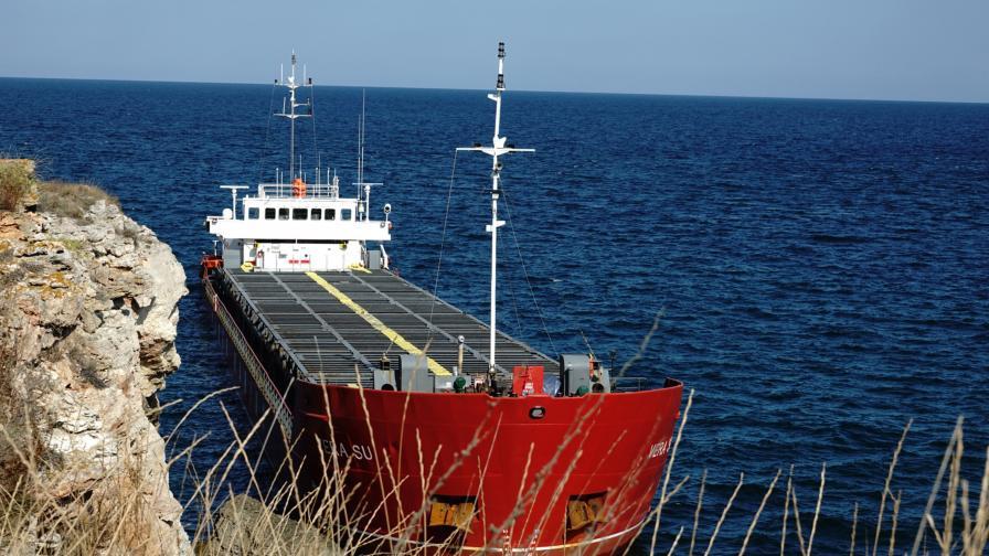 """Товарният кораб """"Vera Su"""", заседнал край..."""