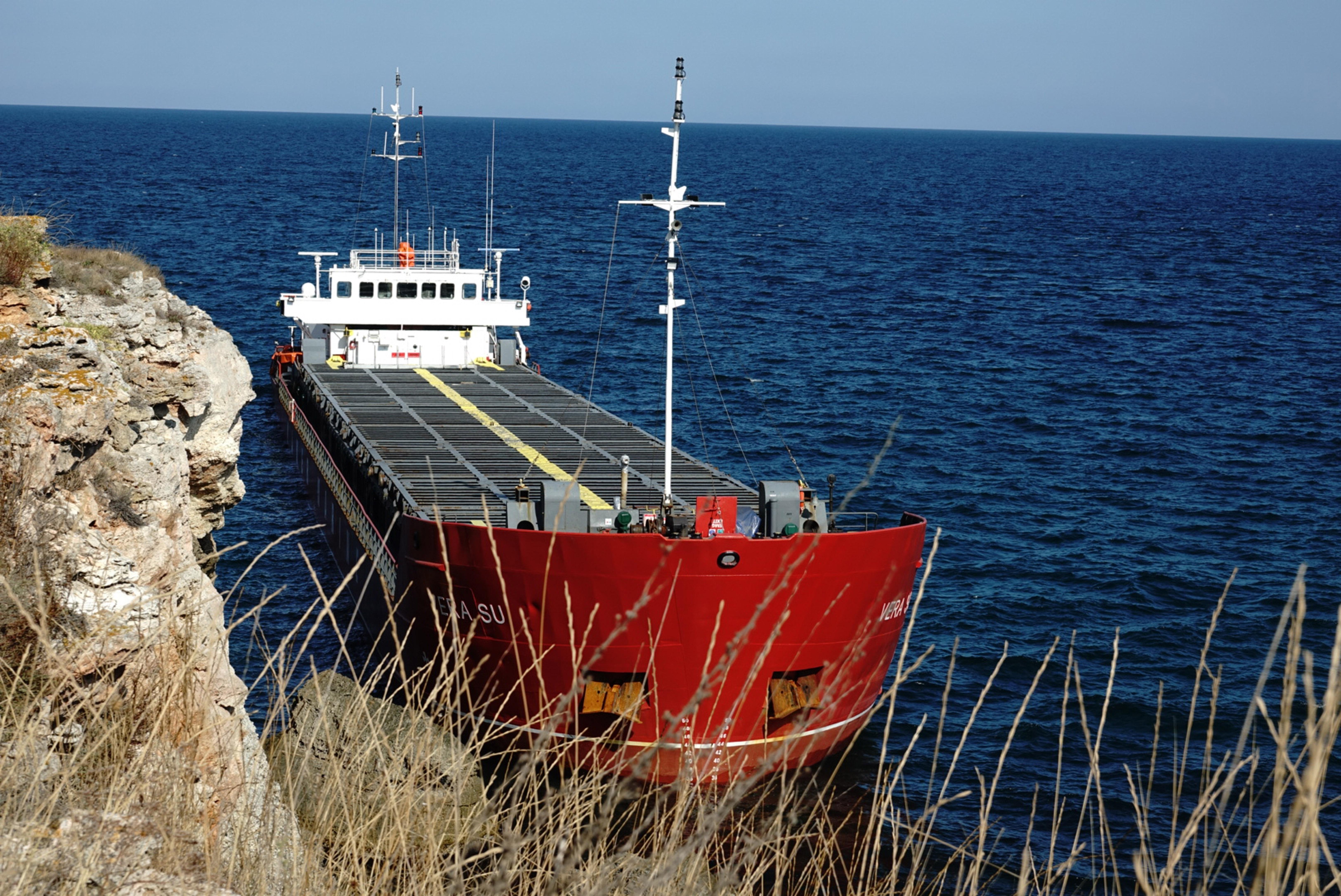 <p>Асен Личев: &quot;Вече 5 дни и в момента отговорни за изтеглянето на кораба са корабособственикът и застрахователят&quot;.</p>