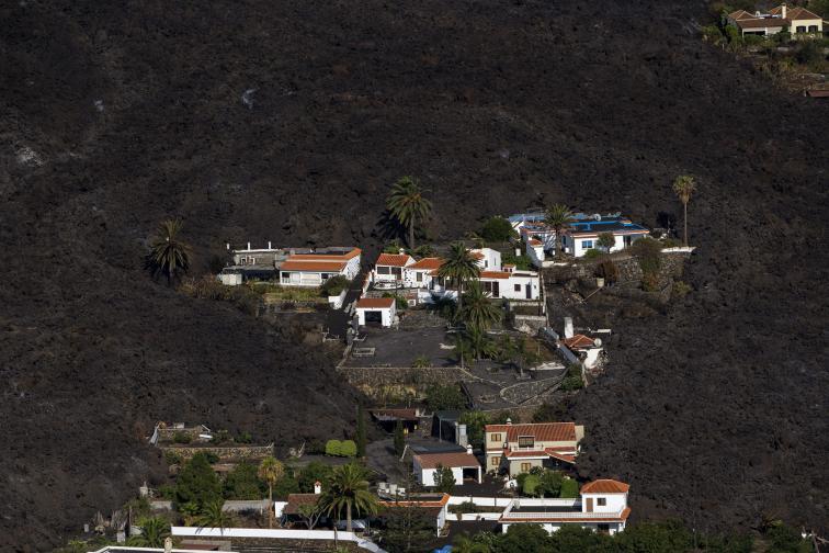 Изригна вулканът Кумбре Виеха на испанския остров Ла Палма