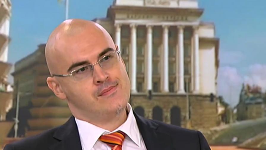 Етичната комисия: Петър Илиев е плагиатствал