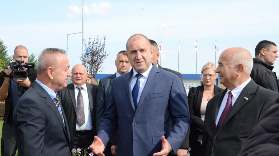 """Румен Радев посети предприятието за каучукови съединения край Кърджали - """"Теклас"""""""