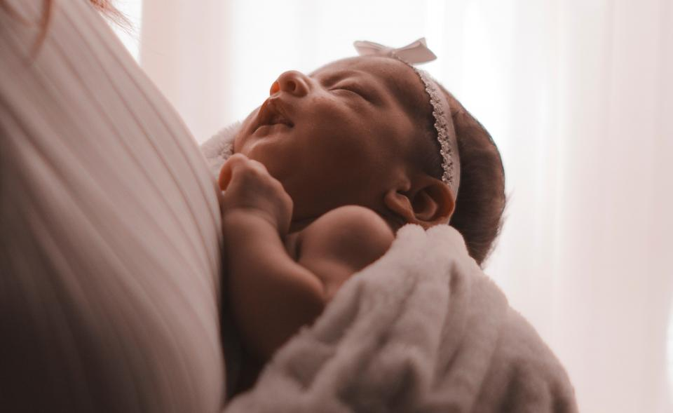 бебе новородено