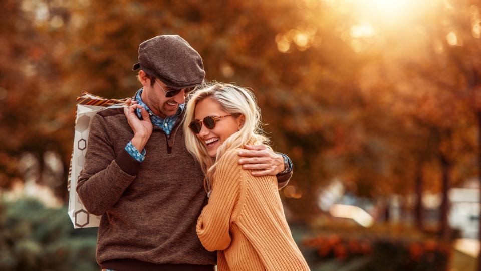 любов двойка есен прегръдка