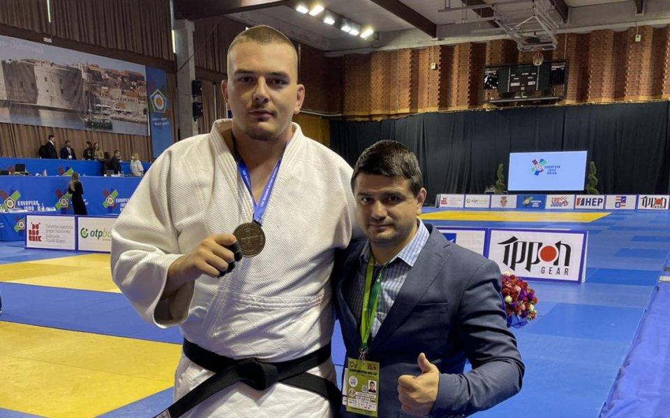 Ивайло Димитров се върна с бронз на татамито, което спечели