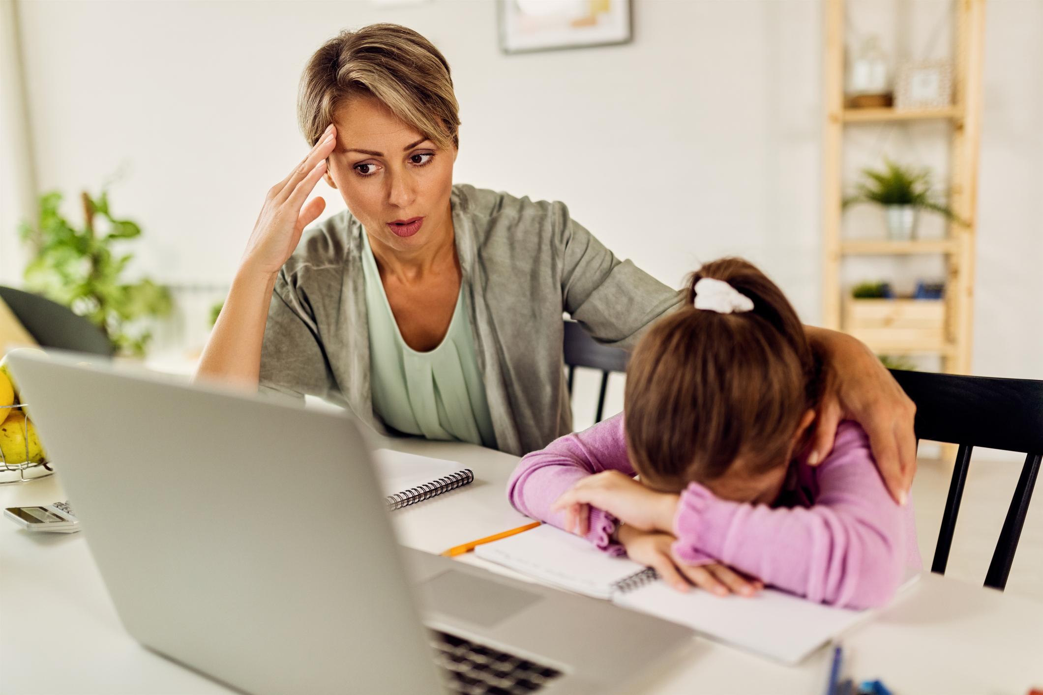 Как ще компенсират родителите в неплатен отпуск заради онлайн обучението на децата