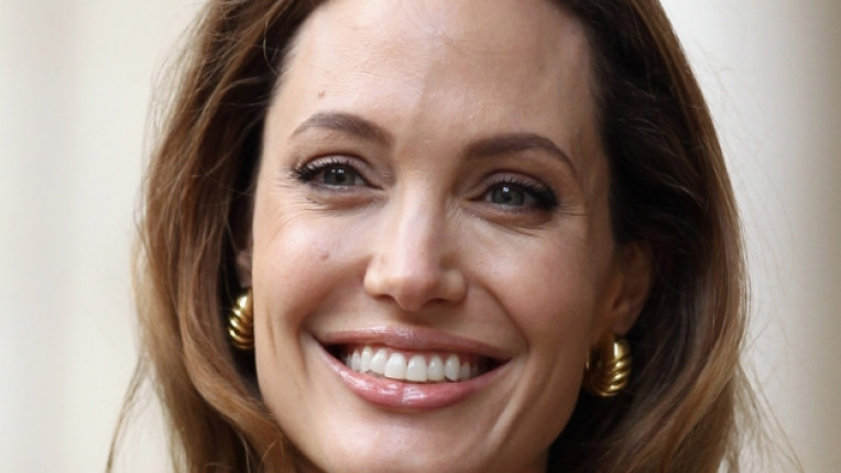биография актриса Анджелина Джоли Брад Пит посланик ООН осиновени деца