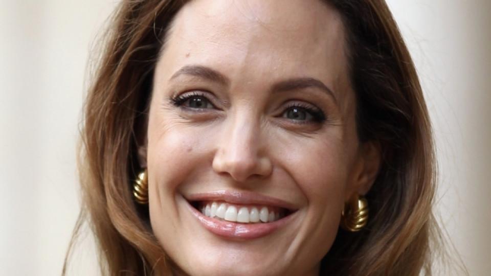 Анджелина Джоли има за какво да се усмихва на живота