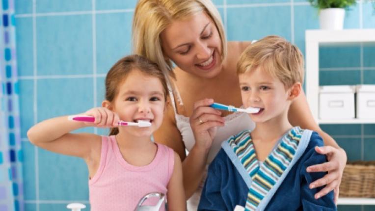 деца зъби семейство