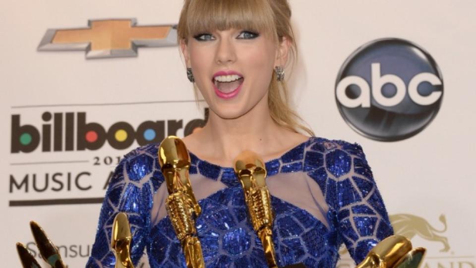 Тейлър Суифт с всичките си награди от церемонията
