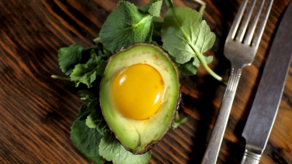 Как да комбинираме авокадо и яйце
