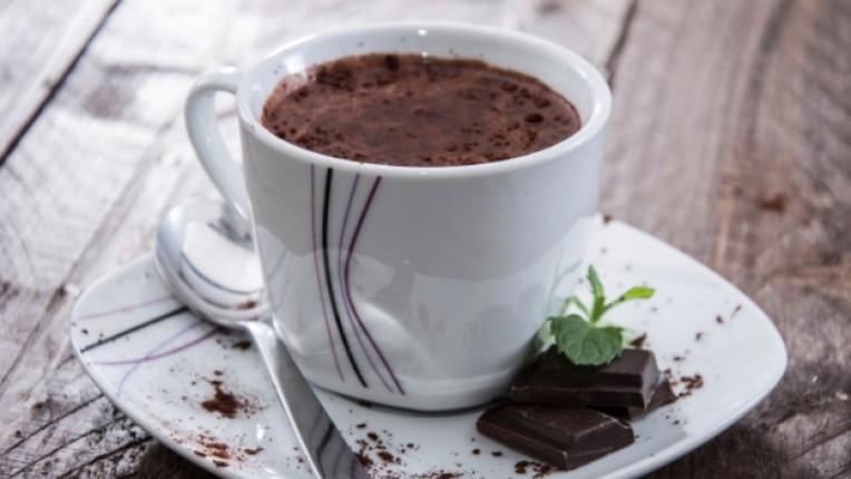 горещ шоколад чаша