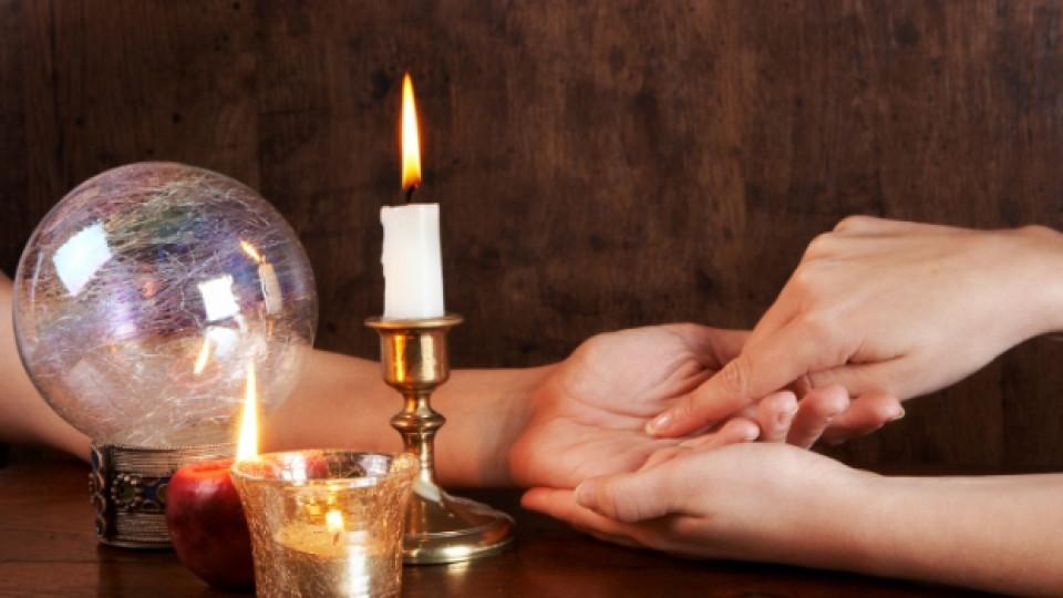 Гледането на ръка (хиромантия) е било практикувано още в Древна Гърция
