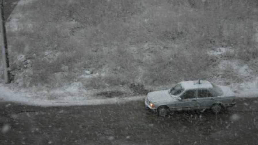 Снегът затвори Илинден-Ексохи