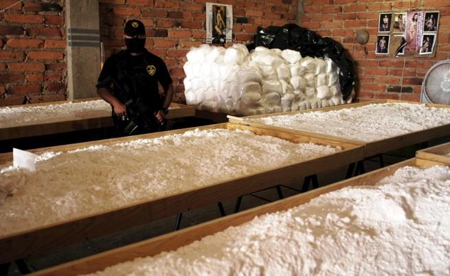 Мексико: По 2 млн. долара за главата на наркобос