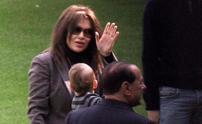 Жената на Берлускони пак му се сърди