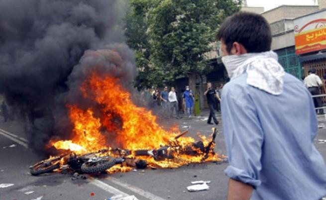Протестите в Иран завършиха с арести на реформаторски лидери