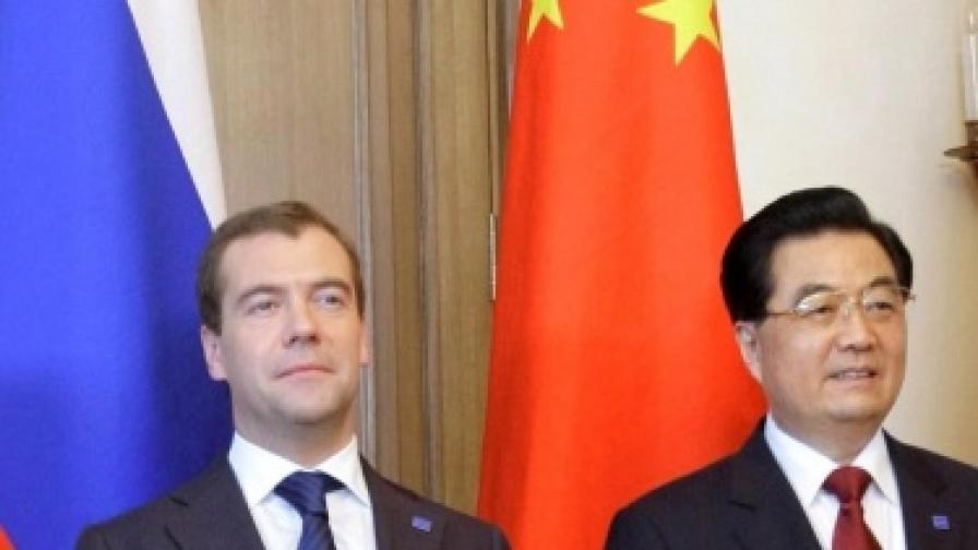 Руският президент Медведев заедно с китайският държавен глава Ху Цзинтао