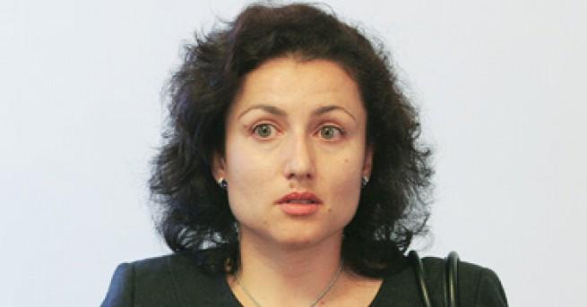 България Приеха оставката на Порожанов, избраха Танева за министър Тя