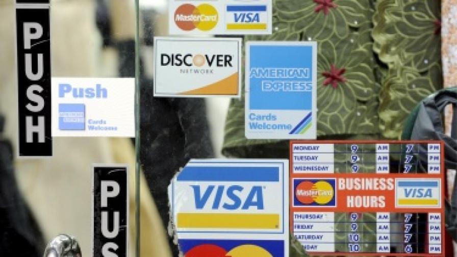 Снимат кредитни карти и ги източват