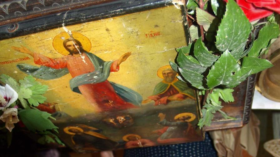 Днес Христос се явява в небесна слава