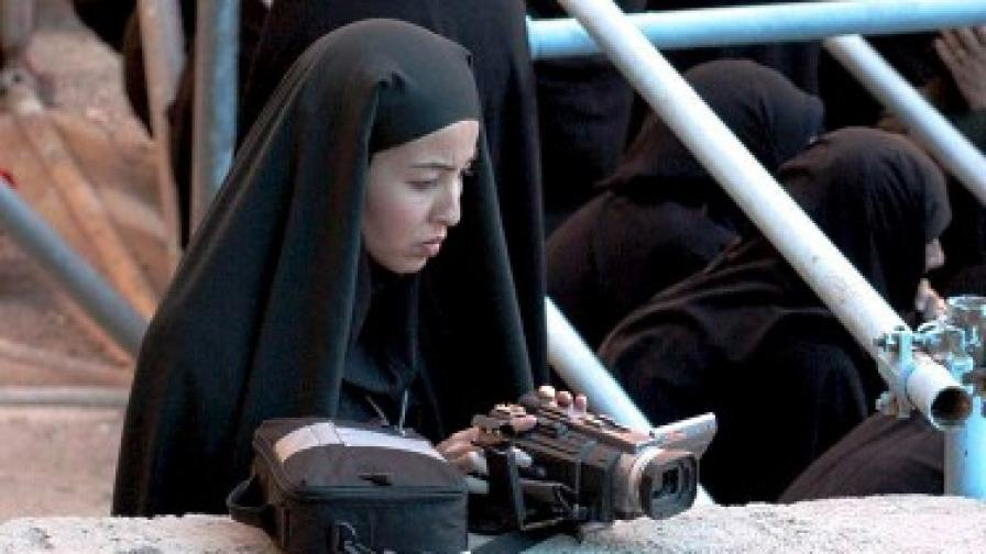 Журналистката Роксана Сабери отразява годишнината от смъртта на аятолах Хомейни в Техеран